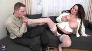 Wanessa (53) Man licks big pussy Maturenl